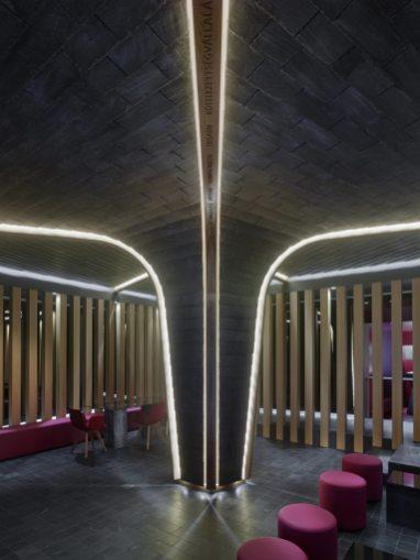 Árbol Cupa en pizarra y madera en Showroom experiencial de Cupa Pizarras en Galicia
