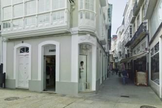 Fachada tienda en diseño interior de tienda de moda de mujer Jonathans