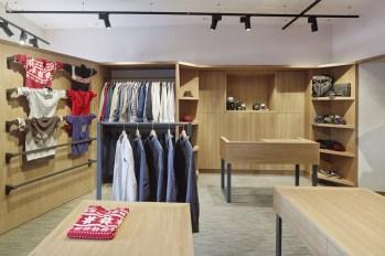 Vista general puesto de venta en tienda de moda hombre Madrás en Viveiro-Lugo