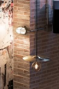 Detalle iluminación (platos de batería) restaurante Pracer