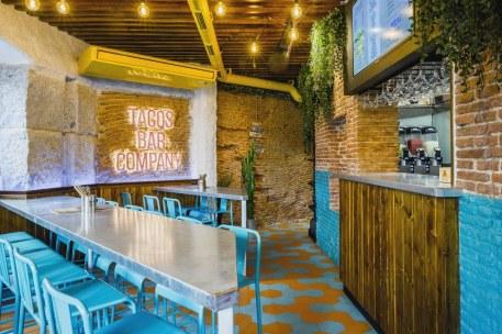 Mesas altas en Diseño restaurante mexicano Tabaxco en Madrid