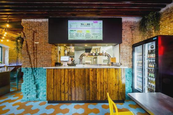 Caja y panel de producto en Diseño restaurante mexicano Tabaxco en Madrid