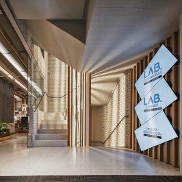 Entrada en Diseño de oficinas Sutega LAB
