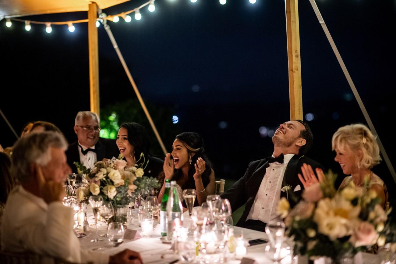 le bonheur du marié après les discours