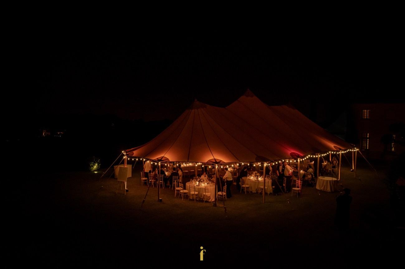 vue de la tente en pleine nuit