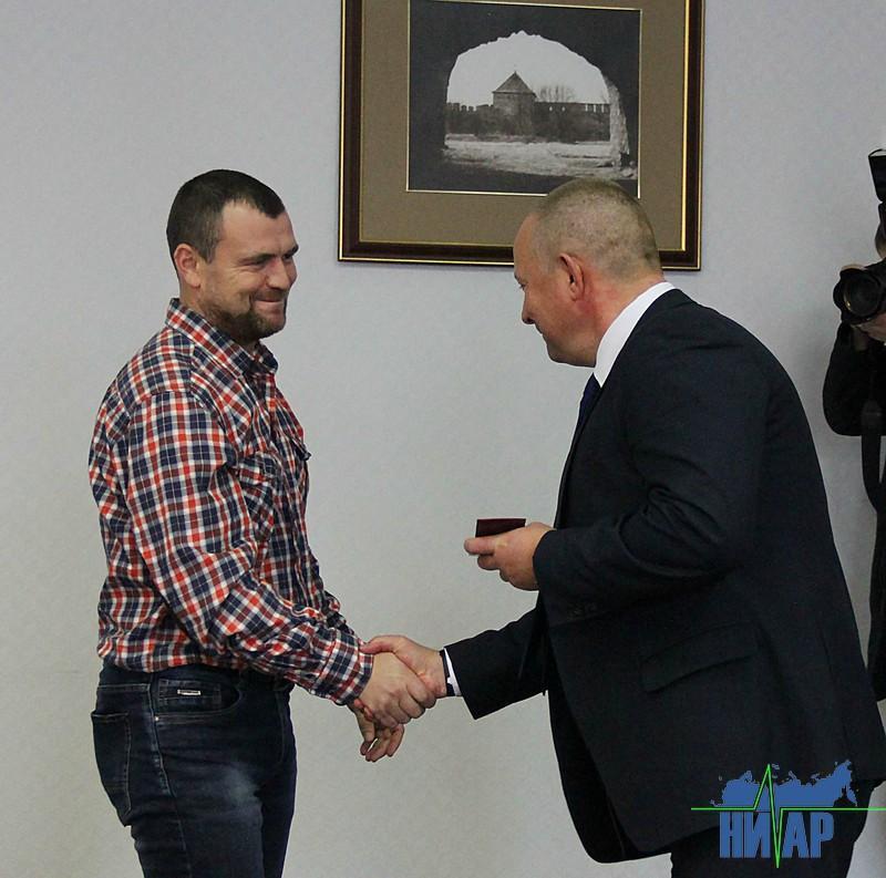 Ивангородским депутатам вручили «красные корочки» (фото)