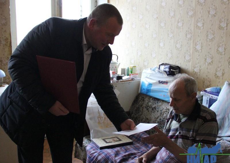 Глава Ивангорода поздравил ветерана Великой Отечественной войны, труженика тыла