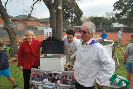 Jenny Macklin with beekeepers Peter Castaldo and Barry Cooper