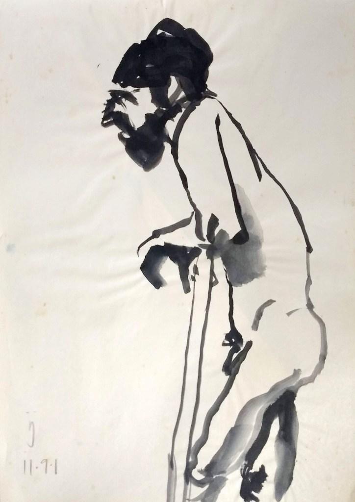 Desenho em nanquim mostrando um homem de barba, em pé, de lado, apoiado em uma moldura