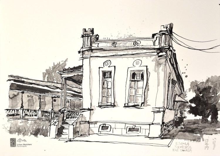 Desenho a nanquim do prédio da escola Silveira de Souza em estilo eclético. Fachada traz duas janelas verticais compridas e uma escada à esquerda