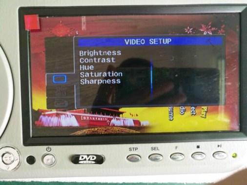 sunvisor-DVD-player-7-inch-video-setup