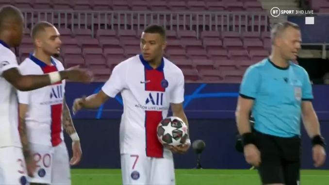 Mbappe giữ khư khư trái bóng sau trận thắng Barca 4-1