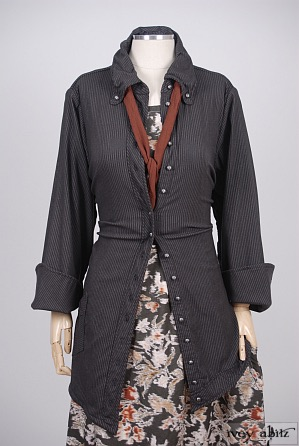 Highlands Shirt in Elsie Grey Stretchy Striped Wool – Size Medium 1