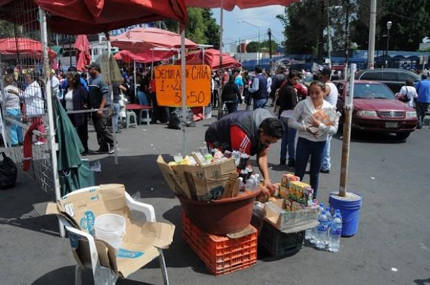 MÉXICO, D.F., 15OCTUBRE2015.- Autoridades de la delegación Cuahutemoc anunciaron el retiro de más de 300 vendedores en la vía pública de la calle Dr. Pasteur y que afectaba el acceso al Hospital General. FOTO: SAÚL LÓPEZ /CUARTOSCURO.COM