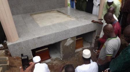 Les tombes de Ibrahim Coulibaly alias IB et de son petit frère, Coulibaly Soualio.