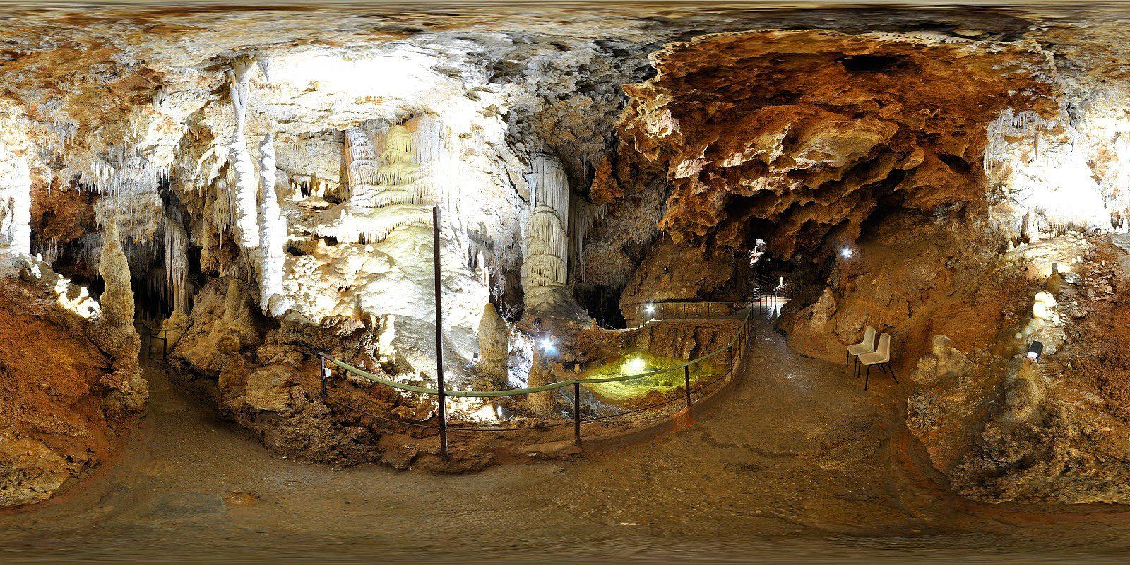 Grotte-de-Clamous