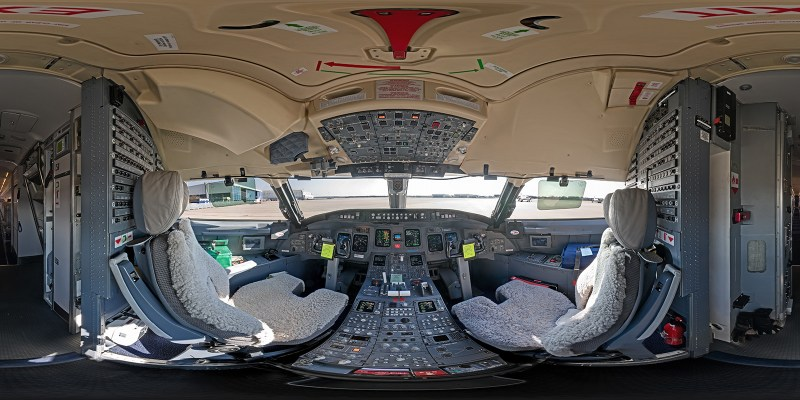 Cockpit Bombardier CRJ-700 in 360°