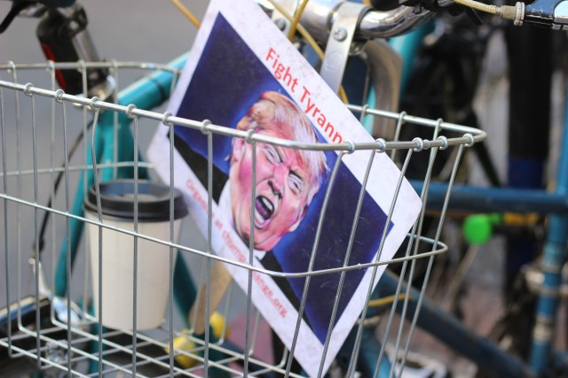 Image of bicycle basket with an anti-totalitarianism flyer in it