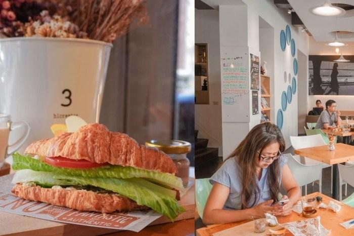 啡文學咖啡館  台中南屯人氣不限時有插座咖啡廳,大份量早午餐必點鬆脆可頌!
