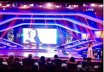 miss lebanon 2013 falls on stage