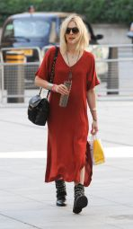 fearne-cotton-bbc-radio-1-studios-in-london-july-2014_1