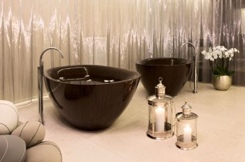 Elegant Bathtubs Made Entirely of Wood 05