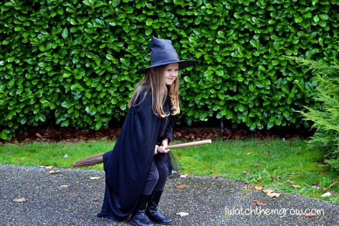 How to make fun Halloween photos (free and easy!) Put them in a Halloween album every year for a fun keepsake!