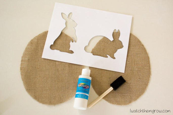 How to make this cute, neutral burlap bunny Easter decor