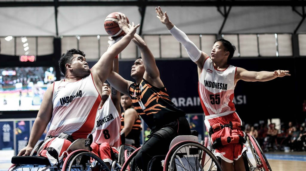 Indonesia play Malaysia in the Asian Para Games