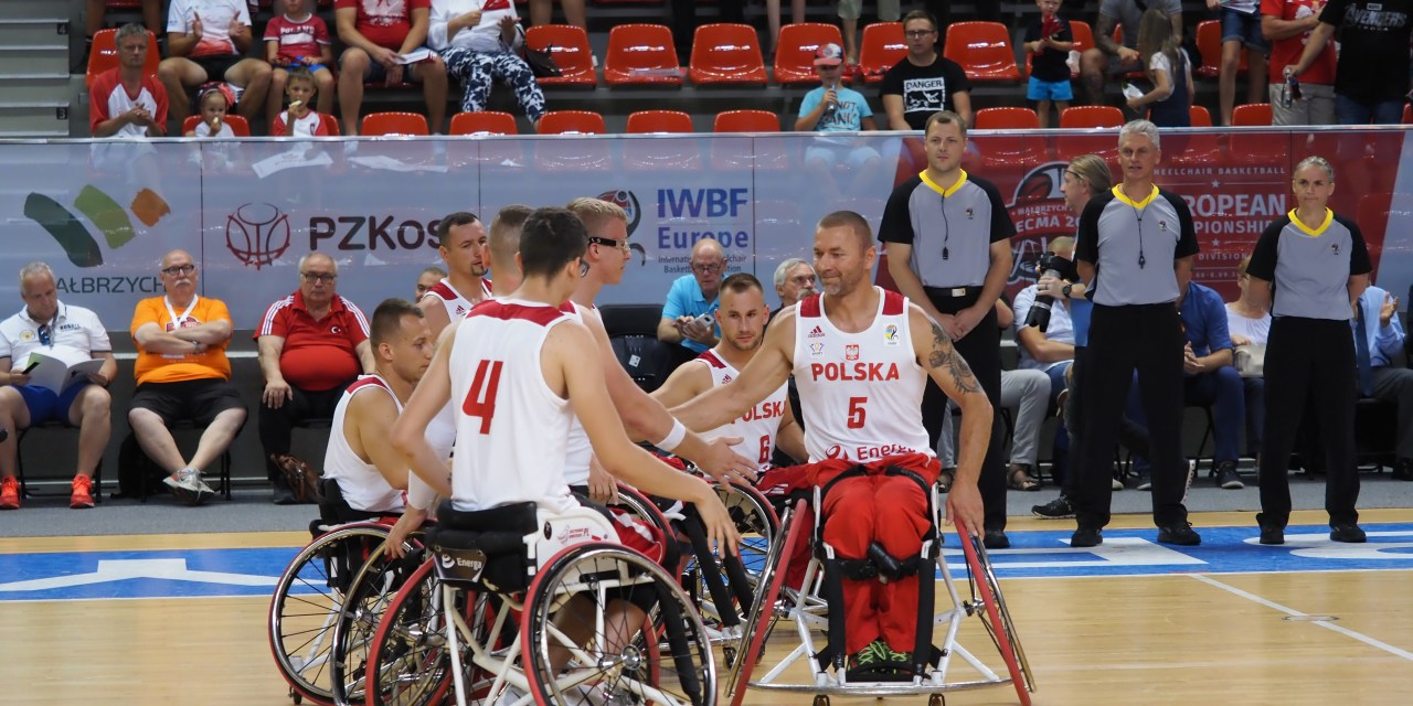 Poland and Italy bounce back at Men's Europeans
