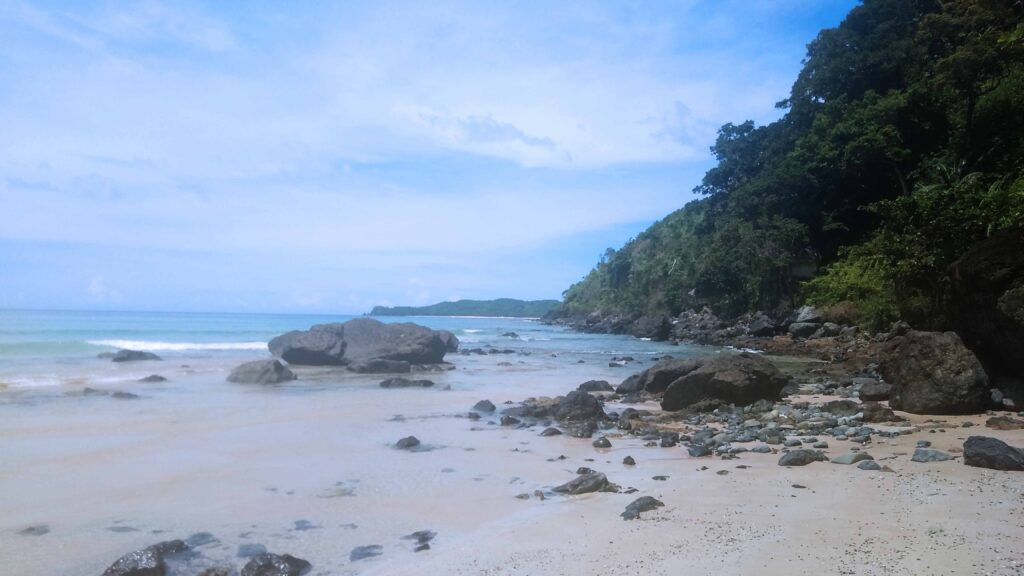 This is how it looks like at the northern end of Nacpan Beach