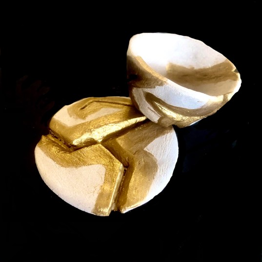 Kintsugi pottery