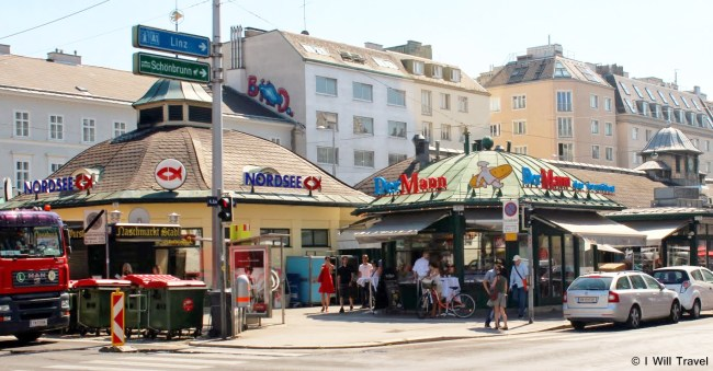 The coffee houses and restaurants in Naschmarkt have bad service, one of the reasons why I did not like Vienna.