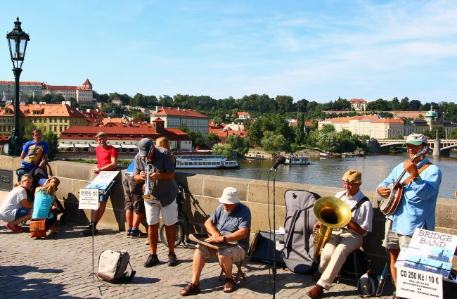 Musicians playing on Charles Bridge