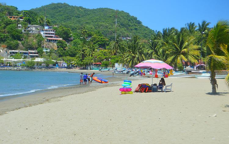 playa.prinicipal-zihuatanejo-limpia