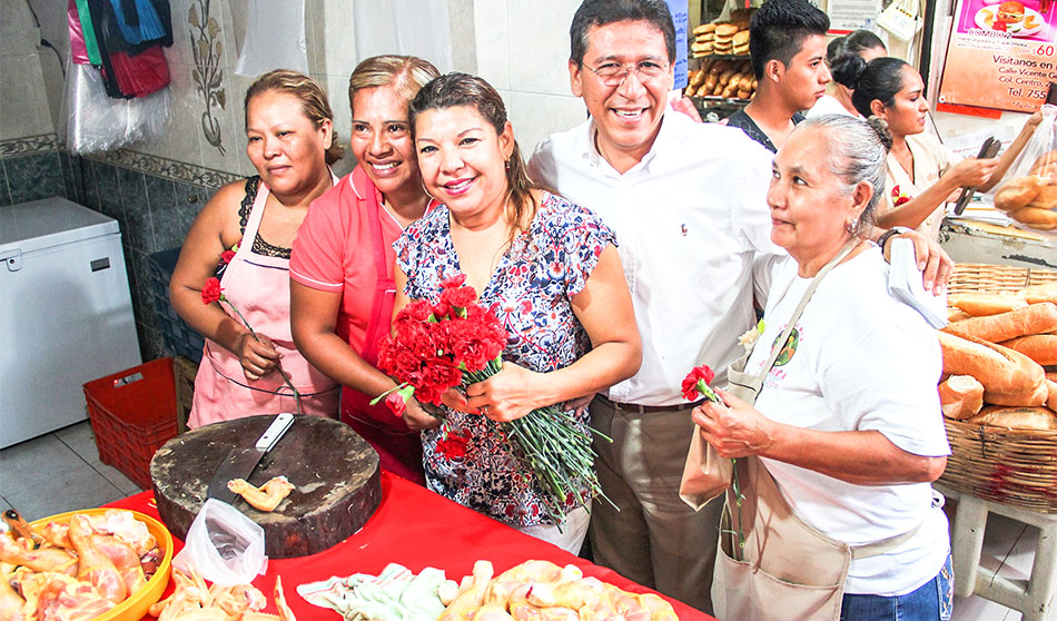 gobierno-municipal-dia-madres-mercado-zihuatanejo copia