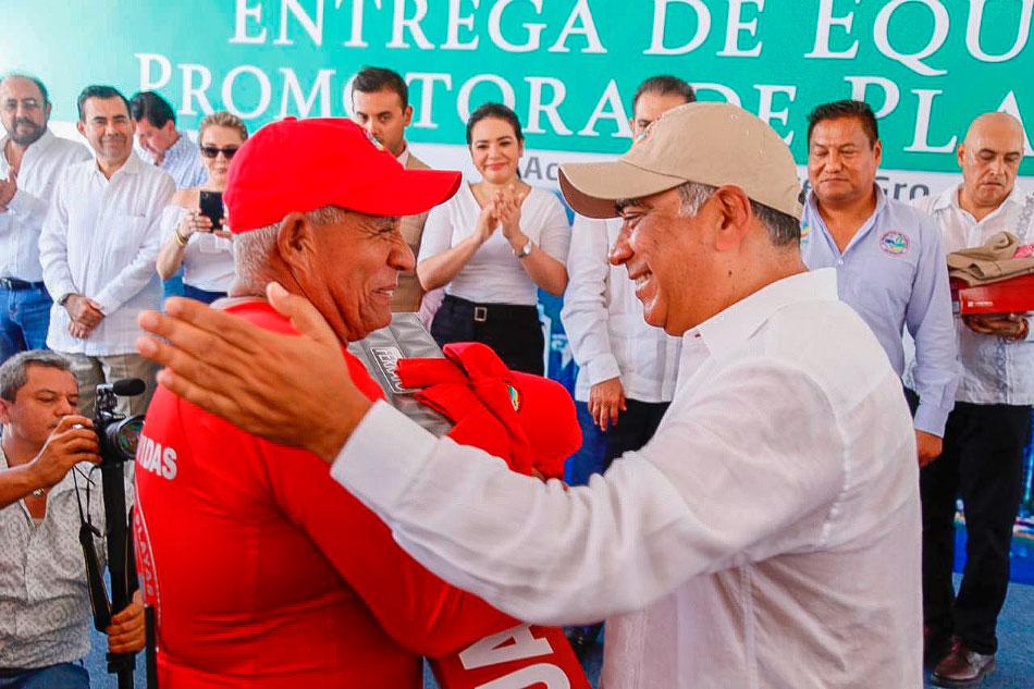 equipo-promotora-de-playas-zihuatanejo-acapulco_.jpg