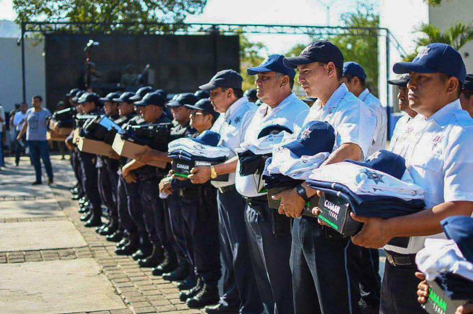 ASECENSOS-Y-MEJORES-CONDICIONES-policias-zihuatanejo.jpg