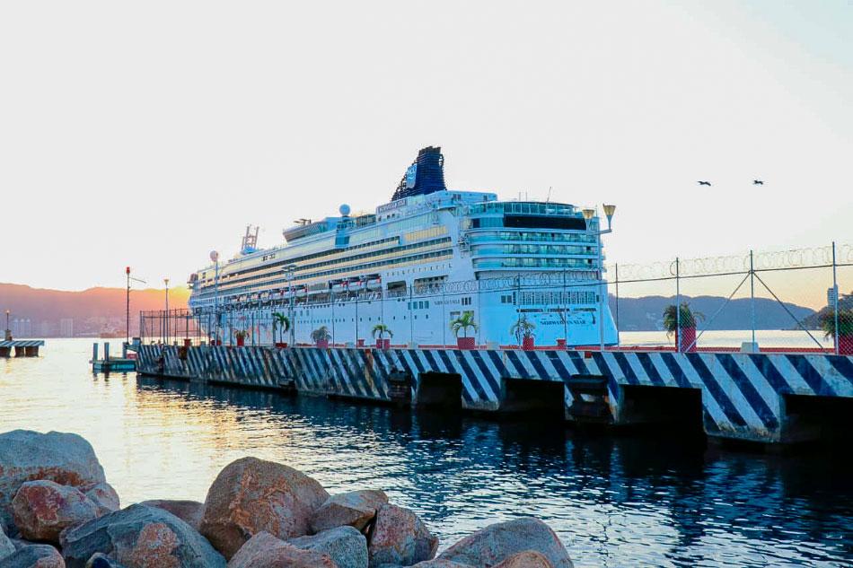Norwegian-StaR-ACAPULCO.jpg