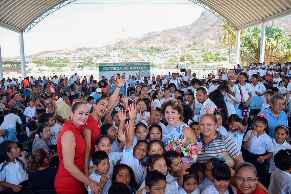 APOYOS-DIF-estatal-municipal-zihuatanejo-unidad-deportiva___.jpg
