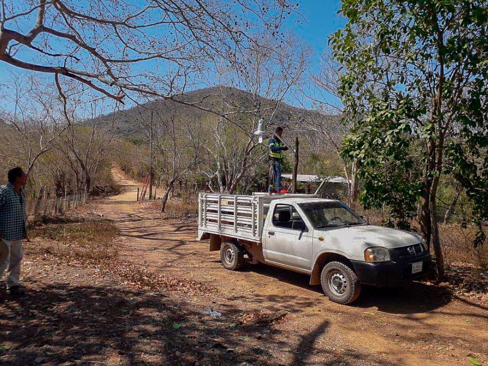 alumbrado-comunidades-zihuatanejo-.jpg