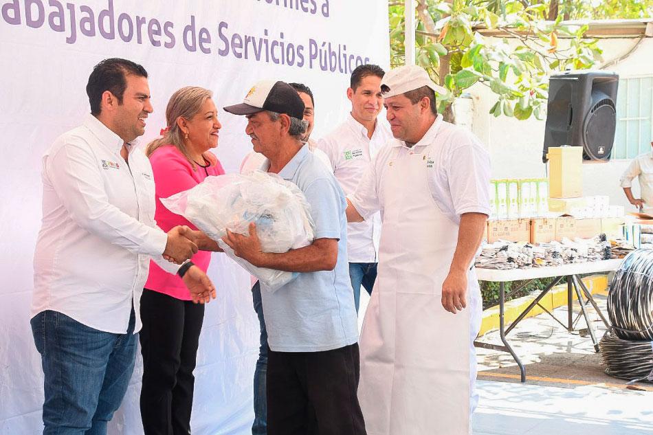 uniformes-y-equipo-servicios-publicos-zihuatanejo-.jpg