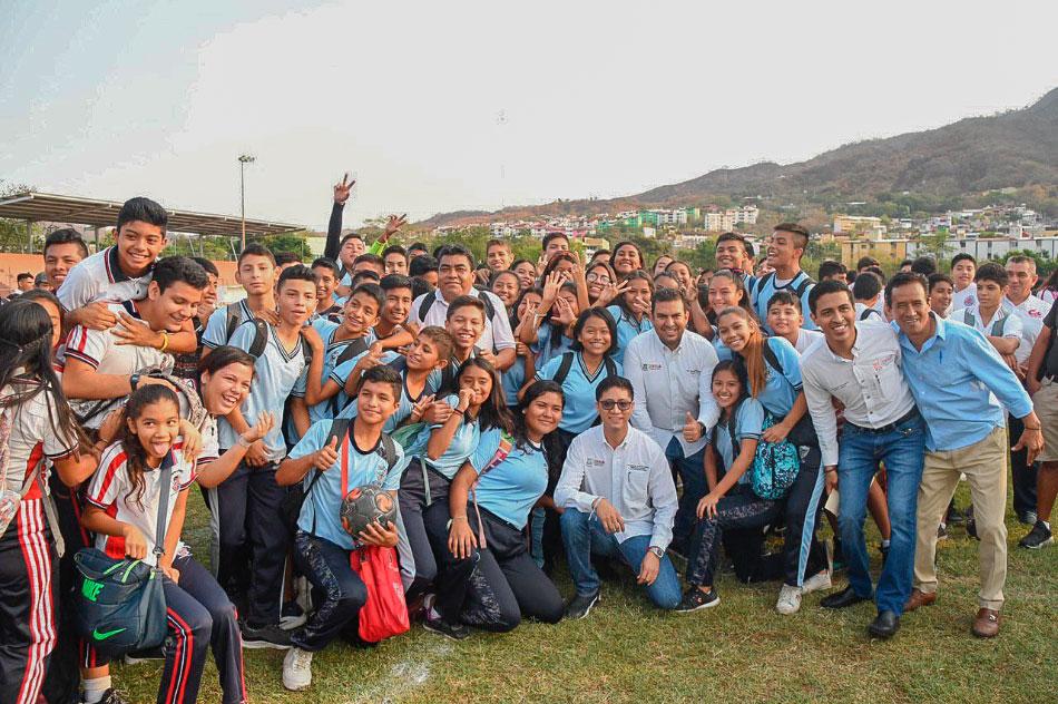 Semana-del-Dia-del-Estudiante-zihuatanejo--.jpg