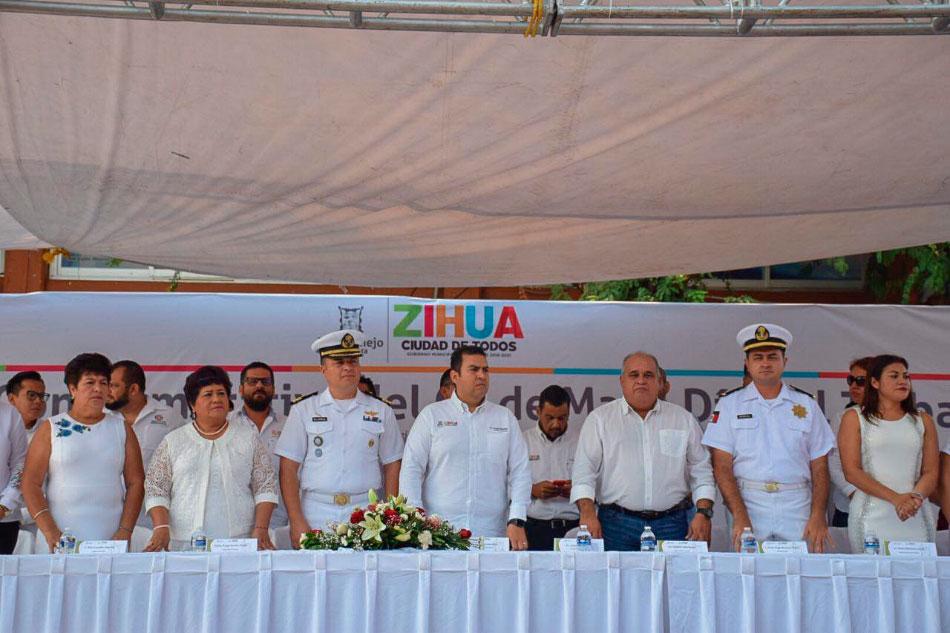 jorge-sanches-dia-trabajo-zihuatanejo-desfile--.jpg