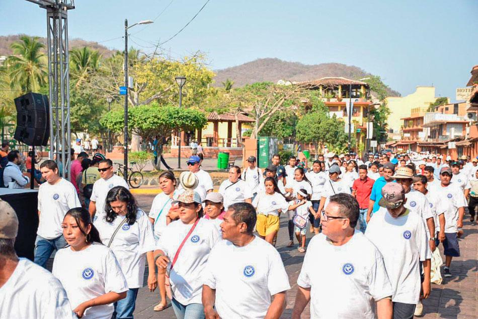 jorge-sanches-dia-trabajo-zihuatanejo-desfile___.jpg