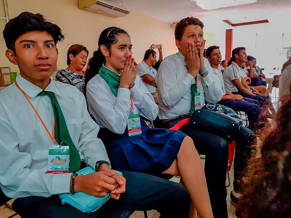 estudiantes-petatlan-a-chile-CECyTE-.jpg