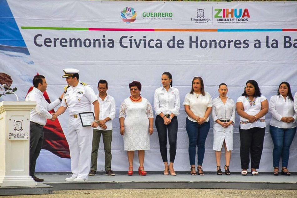 honores-bandera-zihuatanejo-junio-2019_.jpg