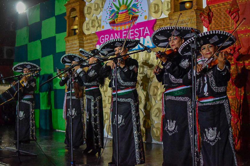 grito-independencia-zihuatanejo-2019-__.jpg