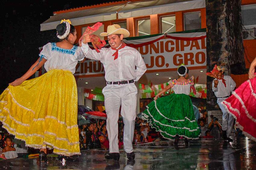 grito-independencia-zihuatanejo-2019-___.jpg