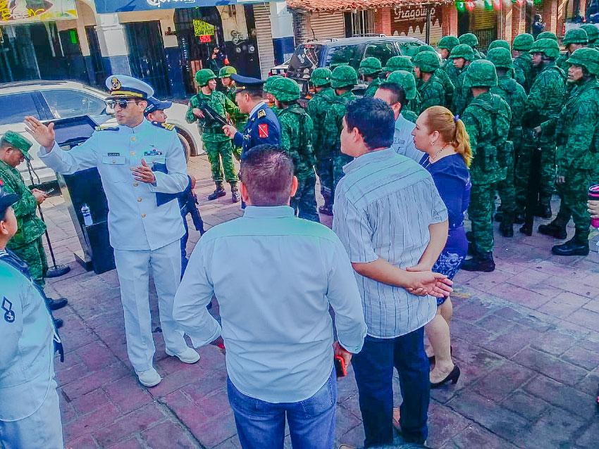 preparacion-desfile-independencia-zihuatanejo.jpg